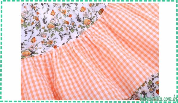 modelo-vestido-xadrez-florido-3